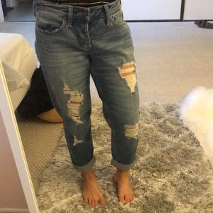 NWT- Hollister low-rise crop boyfriend jeans